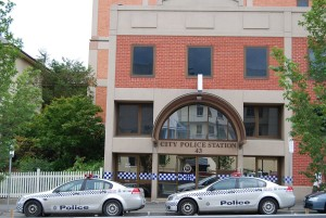 Holden_VE_Commodore_Omega_for_Tasmania_Police_Station