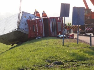 640px-Elst_(Overbetuwe)_2012-03-23_Trucking_accident_(1)