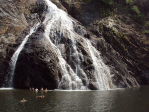 640px-dudhsagar_the_milky_waterfall_goa